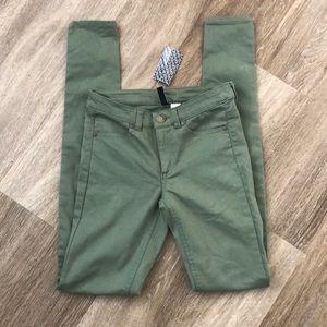 H&M olive green NWT skinny pants
